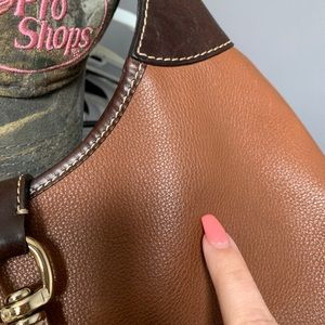 Dooney & Bourke Bags - Dooney & Bourke • Leather Shoulder Bag